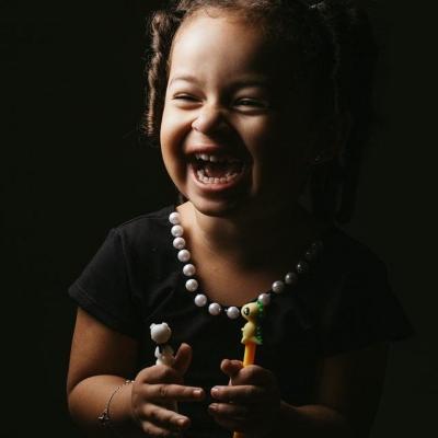fillette qui rit